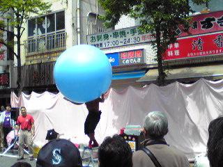 野毛2010・風船太郎1