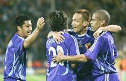 先制点に喜ぶ日本代表選手たち