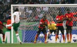 メキシコvsアンゴラ。FKを放つマルケス