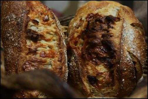 クルミとチーズで2種のパン。