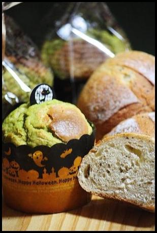 抹茶ホワイトチョコマフィン&紅茶と林檎のパン。