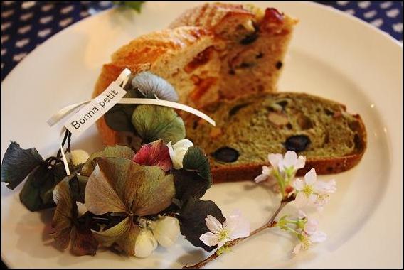 花とパン。