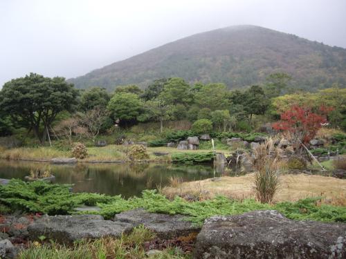 なぜかクラブハウスの前にある日本庭園?