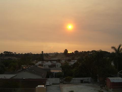 煙の中の太陽