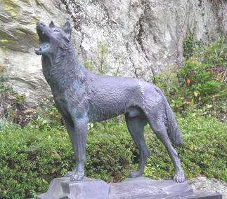オオカミ記念碑