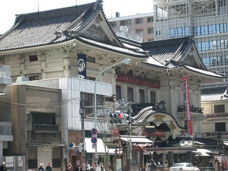 3月21日の三原橋交差点からの歌舞伎座