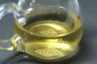 阿里山炭焙金萱茶水