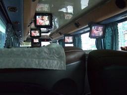 飛狗バスの車内