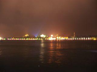 夜のコロンス島