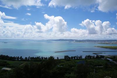 三の郭から中城方面の海を望む