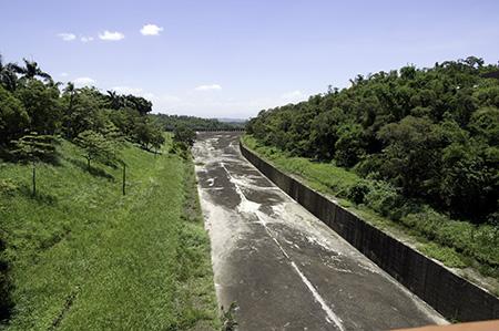 干上がった水路