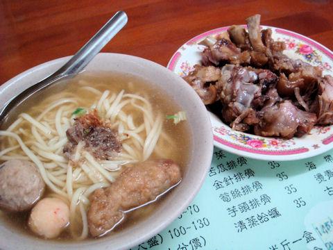猫鼠三宝麺と豚足