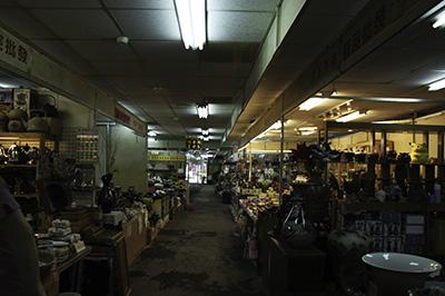 陶器市場の中