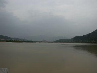 中国茶都の裏の湖