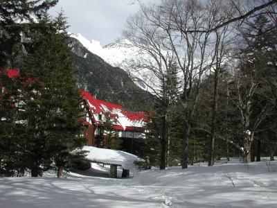 雪に埋もれた帝国ホテル