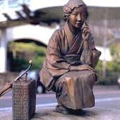 林芙美子銅像.jpg