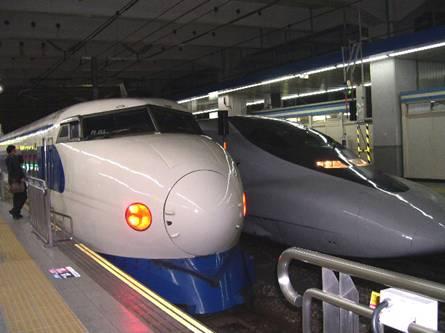 0系新幹線(博多駅にて)
