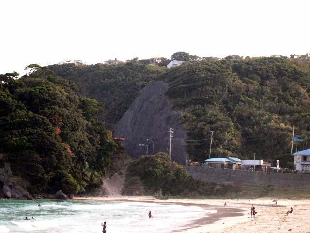 白浜海岸の断崖上に建ペンション
