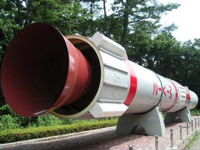 中庭に展示しているロケット