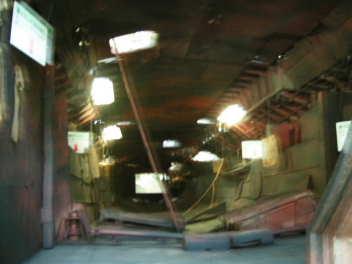 船内は「小型ボート」も収容可能