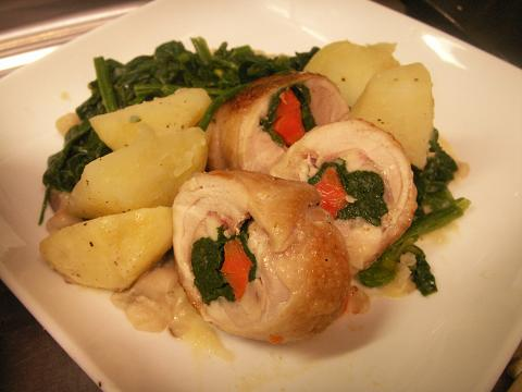 チキンの野菜ロール~さつまいもとしめじのクリームソース添え