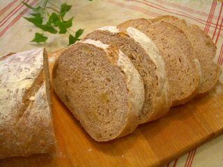 全粒粉とライ入り、クルミのパン
