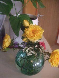 バラ 花瓶に活けたよ!