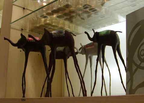 ダリのミュージアムショップで人気のオブジェ