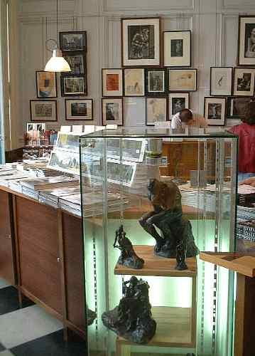 彫刻レプリカも多いロダン美術館のショップ