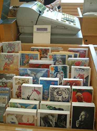 相変わらず欧米のひとたちに絶大な人気のシャガール美術館のポストカードたち