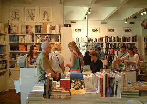 特に関連の美術書も充実しているジョアン・ミロ美術館