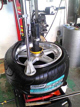 タイヤ組み付け1