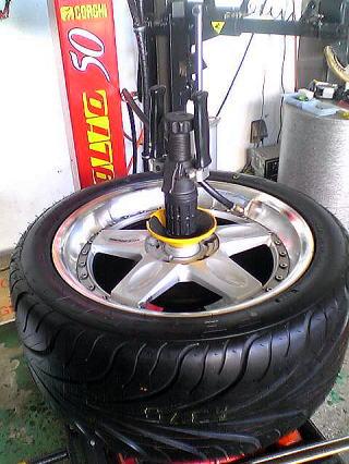 タイヤ組み付け完了