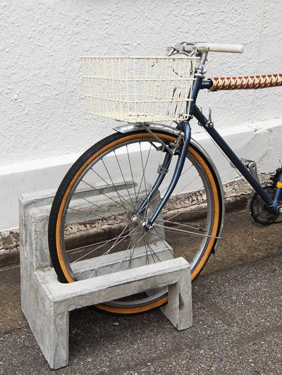 典型プロジェクト自転車止め2台用柴田コンクリート