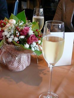 シャンパンと花