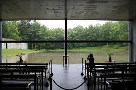水の教会*安藤忠雄_十字架とガラスのダブルクロス.JPG