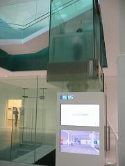 金沢21世紀美術館*スケルトンなエレベータ.JPG