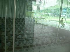 金沢21世紀美術館*レクチャー・ホールのAnt Chair(前).JPG