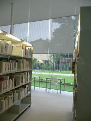 金沢21世紀美術館*アートライブラリーのAnt Chairとデスク.JPG