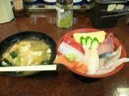 金沢*廻る近江町市場寿しの海鮮丼&あら汁.JPG