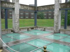 水の教会*ガラス張りの十字架のなか.JPG