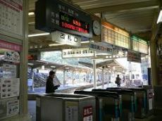 高松築港駅・改札.JPG