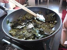 造り酒屋の手料理、ヒュ~♪ヒュ~♪(海苔+ごま油+塩)