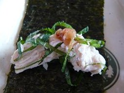 海苔+蒸し鶏+練り梅+青しそ