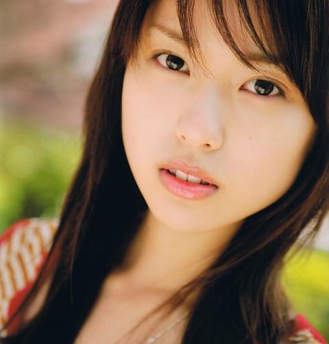 透き通るような美しい顔立ちの戸田恵梨香
