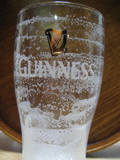 ビール飲んだ後のグラス、いい泡.JPG