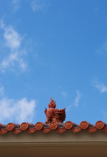 20110424 屋根の上のシーサー.jpg