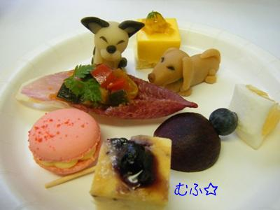 ピュアラのお皿には(^_-)-☆