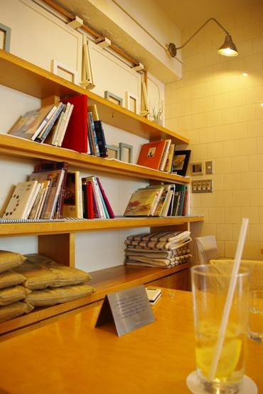 20100615 カフェ 店内.jpg