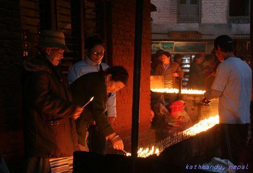 チベット仏教のボダナート寺院の夕暮れ